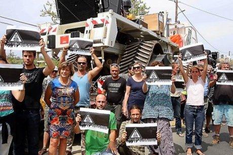 le-28-juin-400-personnes-avaient-manifeste-entre-argeliers_438513_516x343