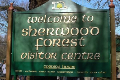 sherwood_forest_visitor_centre_sign-tt-width-604-height-402-crop-0-bgcolor-000000-lazyload-0